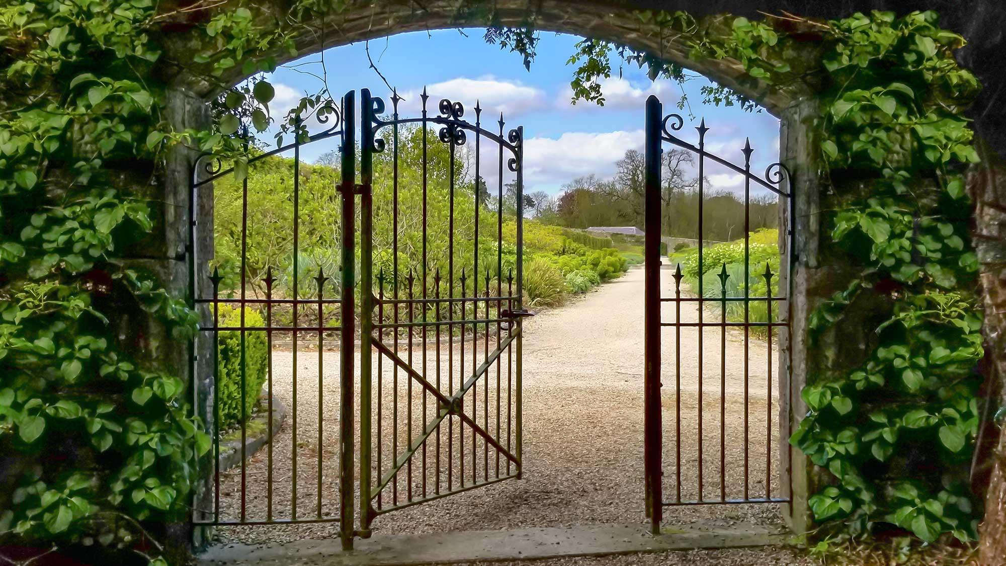 https://circaphiles.com/app/uploads/2020/10/Circaphiles-FAQ-Amy-Barnard-All-rights-reserved_Gate.jpg