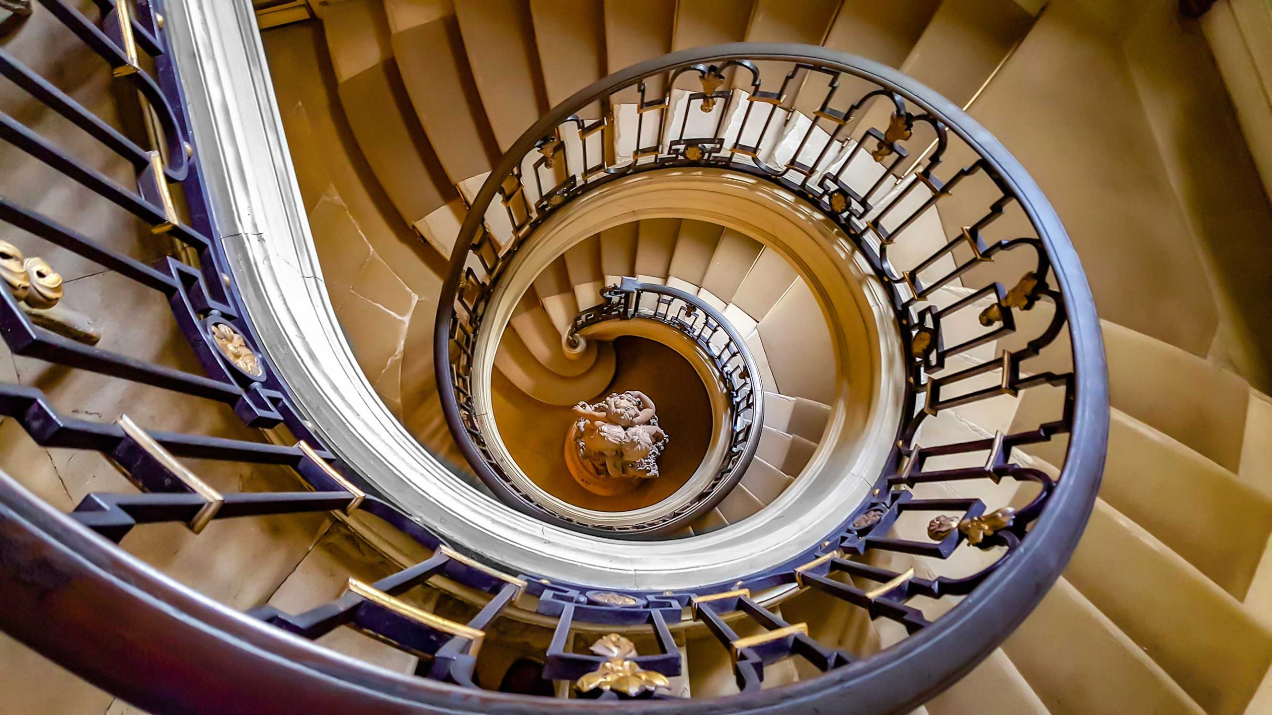 https://circaphiles.com/app/uploads/2020/10/Circaphiles-home-Amy-Barnard-All-rights-reserved_Spiral-Stairs-scaled.jpg