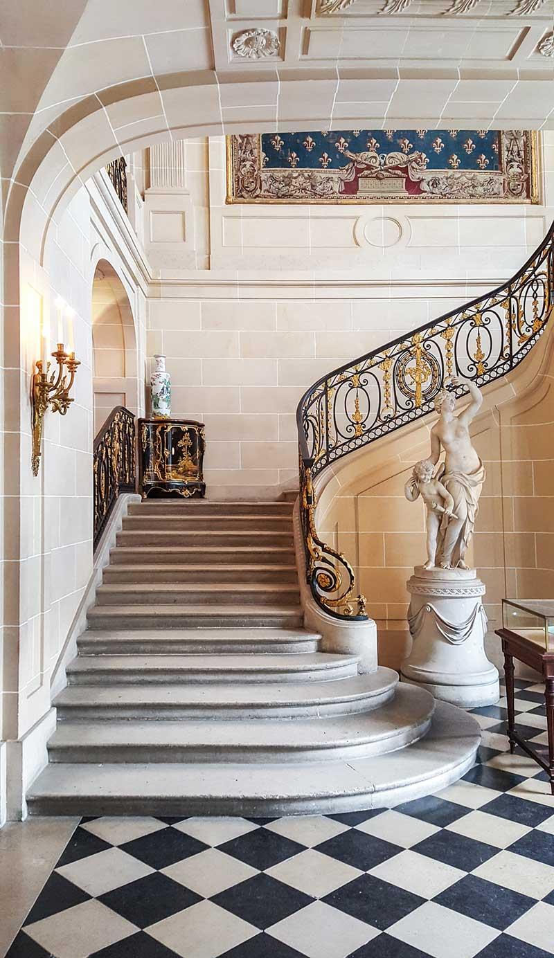 https://circaphiles.com/app/uploads/2020/10/Circaphiles-home-Amy-Barnard-All-rights-reserved_Stairway_Camondo.jpg